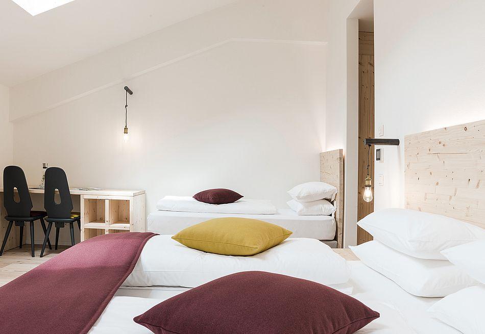 Gasthof Zimmer mit natürlichen, heimischen Materialien