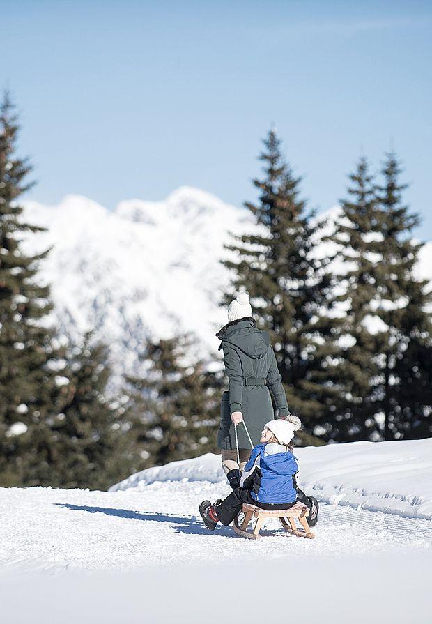 Familienurlaub im Winter - Rodeln am Nonsberg