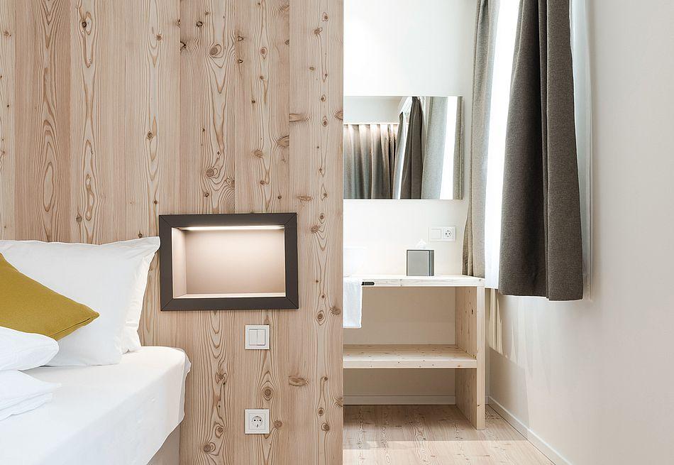 Hospitium Zimmer, Möbel aus Fichtenholz